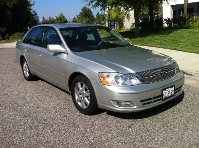 2000 Toyota Avalon LS Flex Fuel 4x4 This Is One Of Our Best Bargains