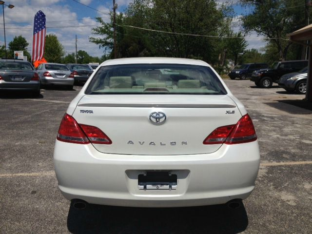 2005 Toyota Avalon LS Flex Fuel 4x4 This Is One Of Our Best Bargains