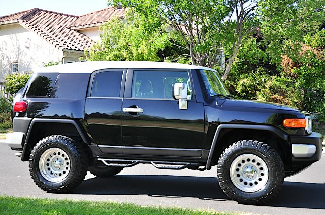 2008 Toyota FJ Cruiser T6 AWD 7-passenger Leather Moonroof