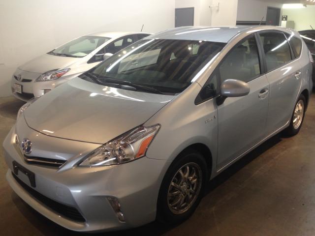 2013 Toyota Prius v Base 3000 DOWN WE Finance