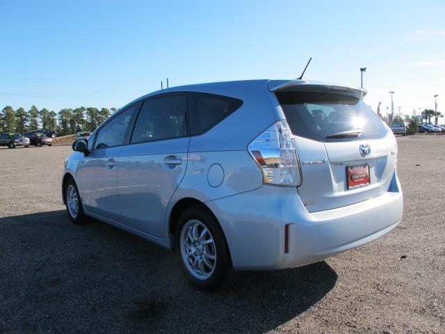 2013 Toyota Prius v G 15