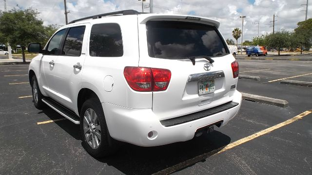 2011 Toyota Sequoia T6 AWD Leather Moonroof Navigation