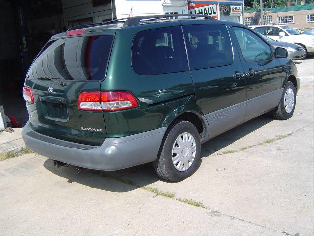 2002 Toyota Sienna SEL Sport Utility 4D
