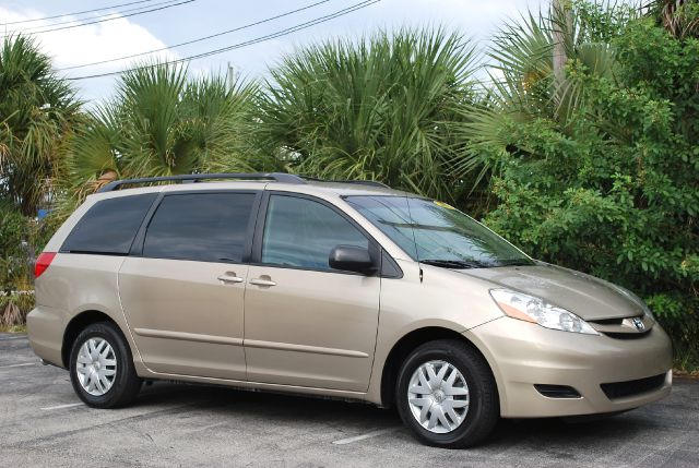 2008 toyota sienna le fwd 7 passenger seating details. Black Bedroom Furniture Sets. Home Design Ideas