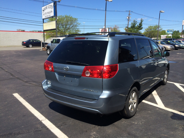 2008 Toyota Sienna XLE Leather Sunroof And DVD