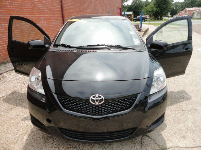 2012 Toyota Yaris UP 4DR 4X4