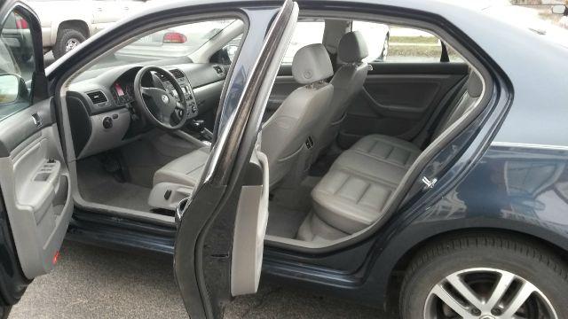 2005 Volkswagen Jetta Reg Cab 135.5 WB 4WD DRW