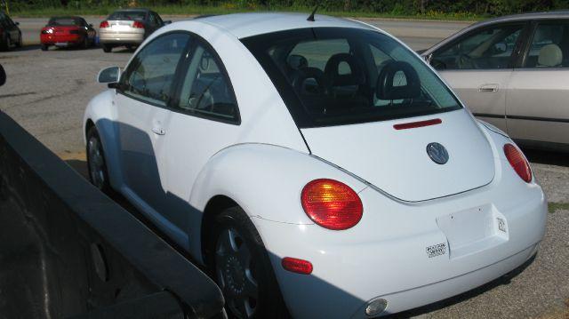2000 Volkswagen New Beetle Quad Cab 4x2 Shortbox XLT