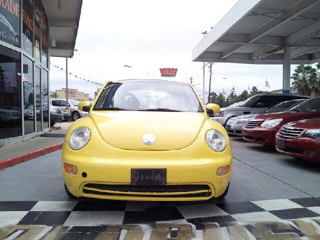 2002 Volkswagen New Beetle S Sedan