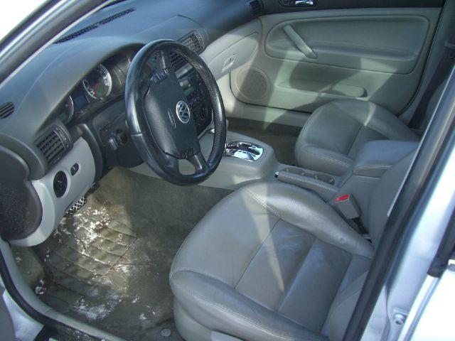 2002 Volkswagen Passat FWD 4dr Sport