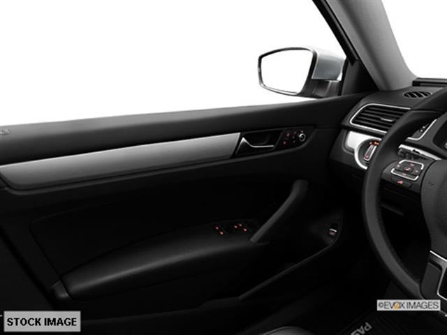 2013 Volkswagen Passat Touring W/res W/navi