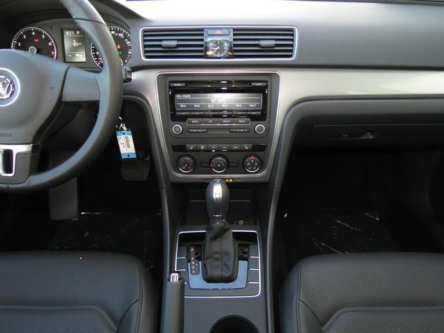 2014 Volkswagen Passat 2WD 4dr XLT