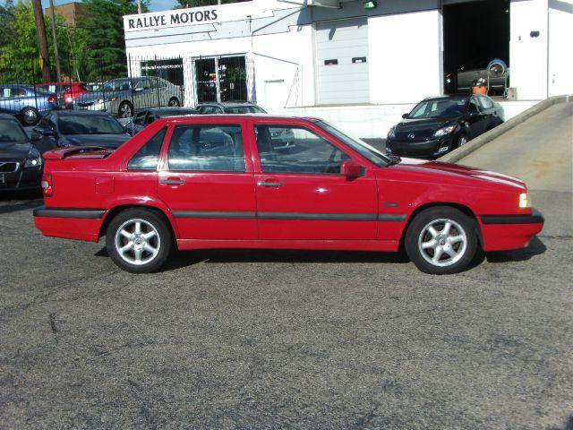 1995 Volvo 850 Series S Sedan