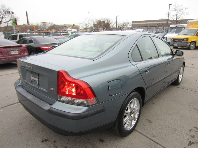2004 Volvo S60 4WD 4dr Sport