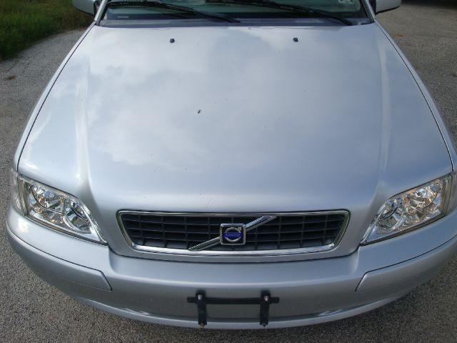 2004 Volvo V40 Base