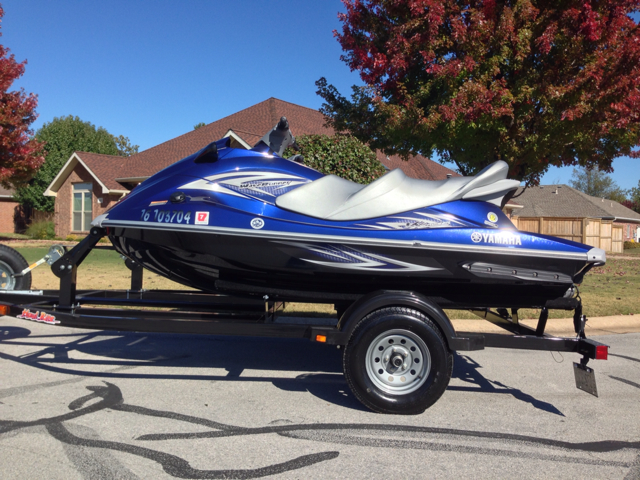 2013 YAMAHA VX WaveRunners Sedan 4 D