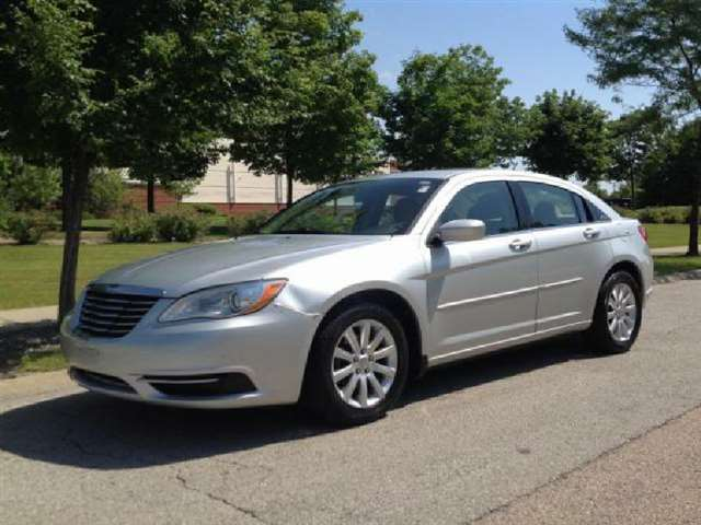 2012 Chrysler 200 Touring 4dr Sedan