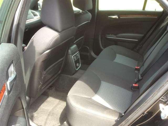 2012 Chrysler 300 4dr Sedan