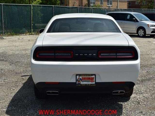 2017 Dodge Challenger SXT 2dr Coupe